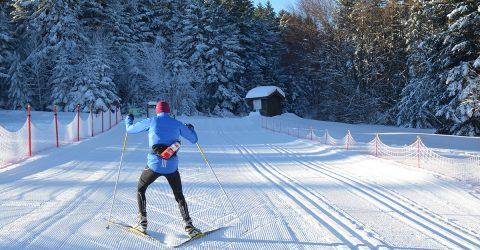 Col Loge_skieur depart